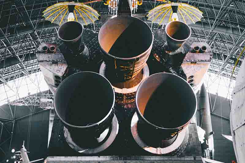 space shuttle central element with jet engines